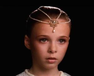 Cualquier parecido de Hija de la Luna con Miss Berrinche, es pura coincidencia.